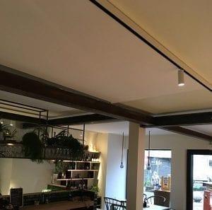 Akoestiek horeca optimaliseren door akoestische plafondpanelen