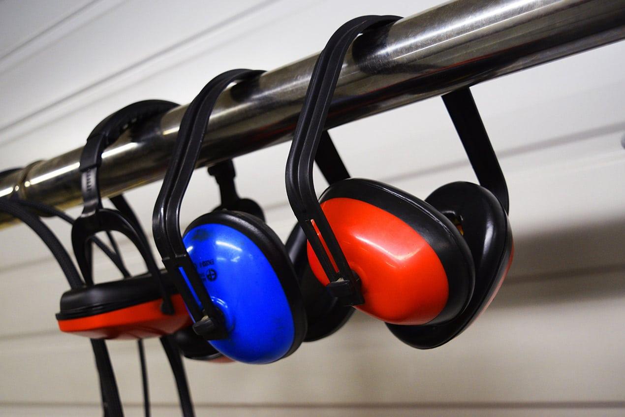 De decibels vliegen je om de oren