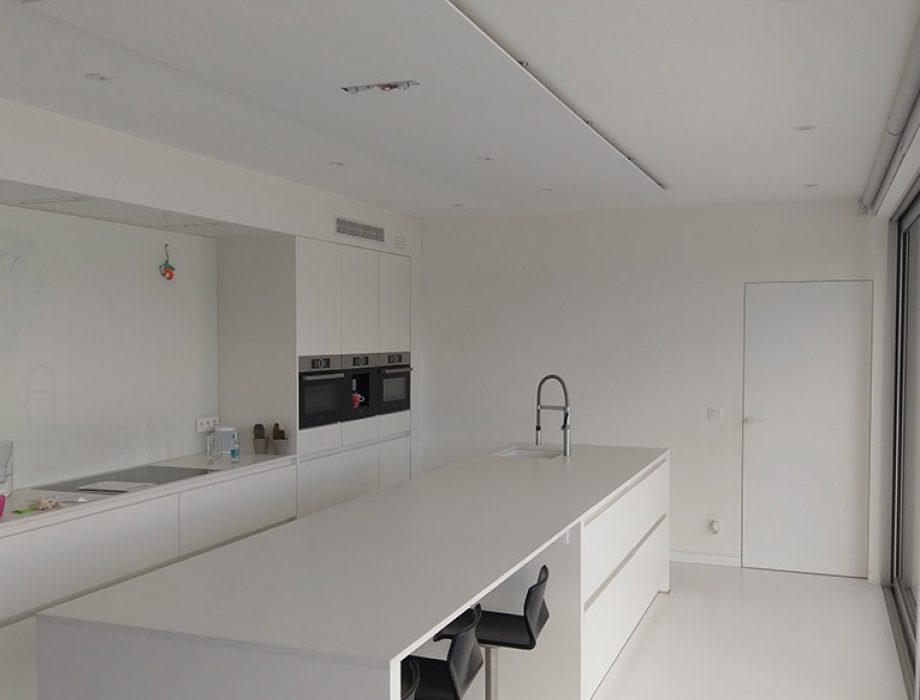 Akoestiek in woning verbeteren met akoestisch plafondpaneel